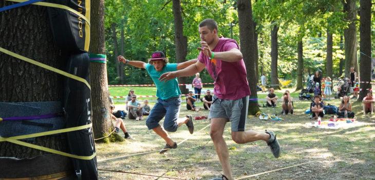 Speedline Slackliner rennen über die Slackline